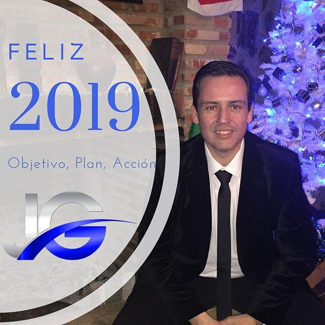 """¡Feliz Año Nuevo!⠀ ⠀ Espero que te lleves lo mejor del pasado 2018. Los grandes y pequeños logros, los aprendizajes, los retos superados y desde luego el recuerdo de los mejores momentos. ⠀ ⠀ Hoy empieza una nueva etapa, un nuevo año y vamos a hacer que 2019 sea absolutamente ESPECTACULAR. ⠀ ⠀ Ten grandes sueños, marca metas inspiradoras y atrévete a aceptar nuevos retos que te hagan crecer y mejorar personal- y profesionalmente. ⠀ ⠀ Pero sobre todo toma acción, mucha acción. No esperes el permiso de nadie, ni que las cosas sean perfectas.⠀ Emprende el primer paso hoy mismo, mañana aprenderás y mejoraras. ⠀ ⠀ """"Fabrica"""" un año épico para ti, tu familia y tu proyecto. ⠀ ⠀ Un fuertísimo abrazo. ⠀ Julio Gysels"""